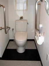 車椅子用トイレ:どなた様もご利用いただけます